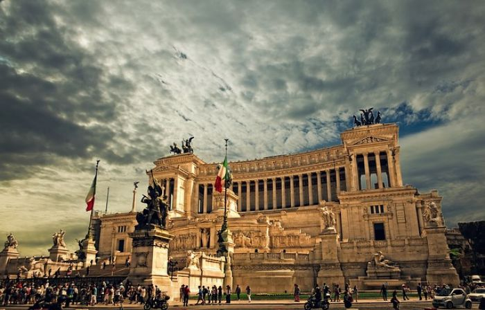 Itália no turbilhão do euro – Por Isidoros Karderinis